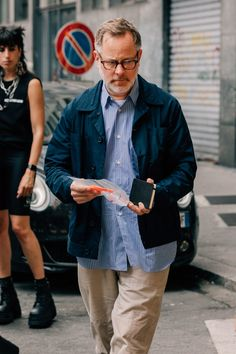 The Best Street Style from Milan Fashion Week Photos Old Man Fashion, Look Fashion, Mens Fashion, Cool Street Fashion, Street Style, Stylish Men, Men Casual, Work Jackets, Italian Fashion