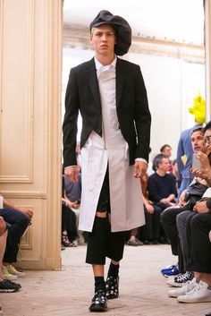 A look from the Comme des Garçons Homme Plus Spring 2016 Menswear collection.