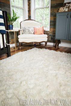 You can MAKE this DIY faux fur rug! Genius!