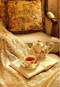 Tea Time (on a Sunday afternoon) ~ Ana Rosa Dresser La Table, Tea And Books, My Cup Of Tea, Decoration Table, High Tea, Country Decor, Afternoon Tea, Tea Set, French Country