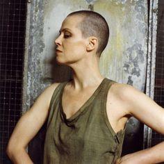 1992 Sigourney Weaver.