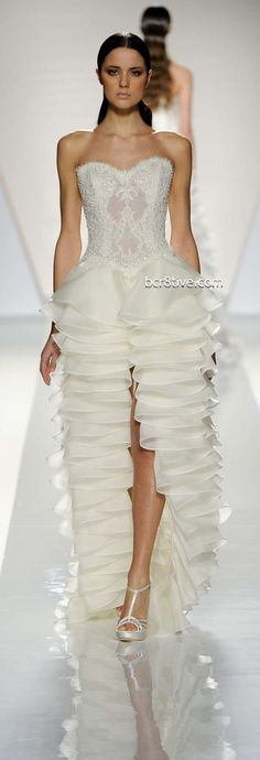 Very modern by Fausto Sarli Spring Summer 2012 Collection Couture Fashion, Runway Fashion, High Fashion, Fashion Show, Fashion Design, Bridal Gowns, Wedding Gowns, Zuhair Murad, Up Girl