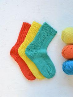 Suunnittelin Rasi Trio -sukat mielessäni sellainen perussukkahenkilö, joka saattaa olla sinunkin lähipiirissäsi. Sellainen, joka mielellään käyttää käsinneulottuja sukkia, mutta niissä ei missään nimessä saa olla mitään kummallisia krumeluureja ja kuvioita. The post Ihan tavalliset, tylsät villasukat (hänelle, joka ei muita halua käyttää) appeared first on Neulovilla. Bunny Toys, Dance Class, Knitting Socks, Your Child, Knitwear, My Design, How To Memorize Things, Ravelry, Pattern