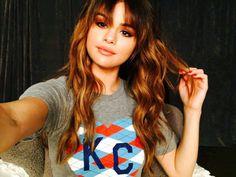 Selena Goмez revιval тoυr ѕelғιe