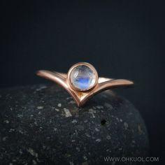 Round Rainbow Moonstone Pointed Ring - Chevron Ring - June Birthstone Ring