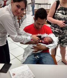 A pequena Ana Carolina começou a praticar cidadania bem cedo. Ela nasceu no dia 1º de outubro e cinco dias depois já estava no Poupatempo Araras tirando seu primeiro RG.