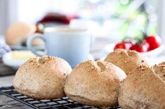 HALVGROVE RUNDSTYKKER MED RUG Savoury Bakes, Bread, Baking, Recipes, Food, Bakken, Breads, Meals, Backen