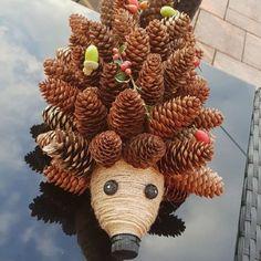 Autumn Crafts, Nature Crafts, Christmas Crafts, Pine Cone Art, Pine Cone Crafts, Diy And Crafts, Crafts For Kids, Hedgehog Craft, Halloween Porch Decorations
