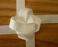 ball aus papier basteln kostenlose anleitung kugeln paper crafts paper und weaving. Black Bedroom Furniture Sets. Home Design Ideas