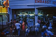 28 Interesting Photographs Capture Street Scenes of Penang, Malaysia in the early 1980s