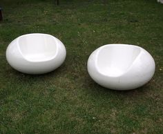 Eero Aarnio Pastil Chairs .  Gyro Chairs . Vintage Floating Fiberglass Chairs . Mid Century Modern Indoor Outdoor Furniture . 1968. Set of 2