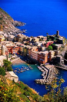 Complete Guide to Hiking Cinque Terre Solo | Off Track Planet // might be adding this to my bucket list..