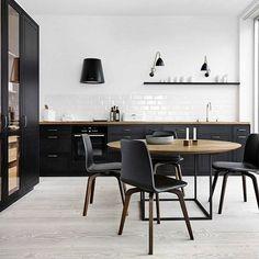 The classy Bestlite by @gubiofficial in this lovely kitchen by @multiform #ibutikken #bestlitewalllamp #gubi #designklassiker #houzoslo