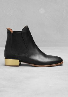 Pur Boots - & Other Stories. http://www.stories.com/New_in/All_new_in/Leather_Jodhpur_boots/591727-748732.1