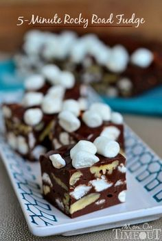 This 5 Minute Rocky Road Fudge is all about saving time. Creamy and smooth - it's everyone's favorite fudge From: Mom On Timeout, please visit Rocky Road Fudge, Fudge Recipes, Candy Recipes, Sweet Recipes, Quick Recipes, Snacks Recipes, Köstliche Desserts, Delicious Desserts, Dessert Recipes