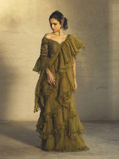 Indian Fashion Designers, Indian Designer Outfits, Designer Dresses, Stylish Dress Designs, Stylish Dresses, Drape Sarees, Organza Saree, Silk Organza, Saree Designs Party Wear