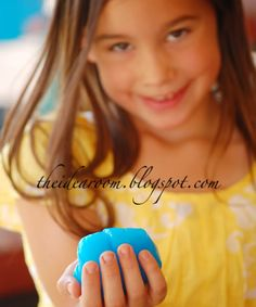 Make glow in the dark slime