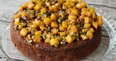 apple cake w/pistachios  Συνταγές για κέικ & μπισκότα από τον Άκη Πετρετζίκη.