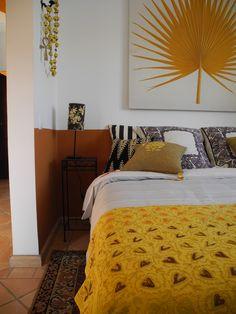 L'alcôve de la suite de la Casa de Luz, dite la Maison Virvaire, guest house à Carvoeiro/Portugal sur piscine.