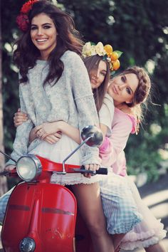 "Wildfox are living the sweet life with ""La Dolce Vita"" look book Scooter Girl, Vespa Girl, Vespa Scooters, Piaggio Vespa, Scooter Motorcycle, Up Girl, Mode Style, Wildfox, Gypsy"