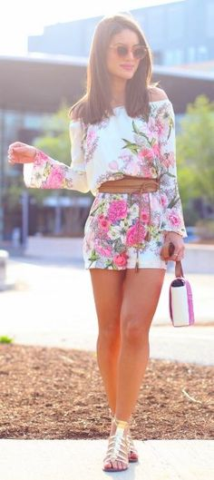 Looking for a comfy and chic wedding look? Try out this floral romper with flats. #weddingguestfashion