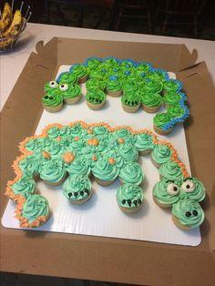 Dinosaur cupcake cake Dinosaur Cupcake Cake, Dino Cake, Dinosaur Birthday Cakes, Birthday Cakes For Men, Cupcake Cakes, Dinosaur Party, 2nd Birthday, Birthday Ideas, Pull Apart Cupcake Cake