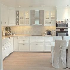 Kitchen Source by Kitchen Room Design, Home Decor Kitchen, New Kitchen, Interior Design Living Room, Home Kitchens, Kitchen Dining, Kitchen Cabinets, Kitchen Ideas, Dining Table
