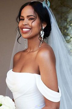 42 Black Women Wedding Hairstyles | Wedding Forward  <br> Looking for the suitable black women wedding hairstyles? We are offering some interesting wedding hairstyles that looks great. Cute Hairstyles Updos, Cute Hairstyles For Medium Hair, Wedding Hairstyles With Veil, Black Women Hairstyles, Curly Hair Styles Easy, Medium Hair Styles, Women's Curling, Wedding Makeup For Brown Eyes, Simple Updo