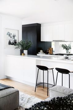 Design Ideas to achieve a perfect house décor! -Home Design Ideas to achieve a perfect house décor! - 25 gorgeous minimalist white kitchen design and decor ideas 13 White Kitchen Interior, Home Decor Kitchen, Interior Design Kitchen, New Kitchen, Home Kitchens, Kitchen Dining, Kitchen Ideas, Kitchen Island, Kitchen Black