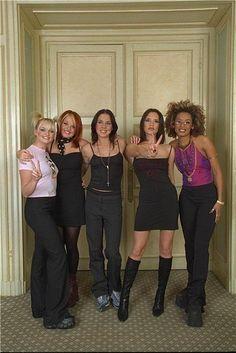 Hun reünie was hier: In Sint Sebastiaansgeest Spice Girls Outfits, Spice Girls Costumes, Girl Costumes, Girl Outfits, Fashion Outfits, Pop Culture Halloween Costume, Halloween Costumes For Girls, 2000s Fashion, Girl Fashion