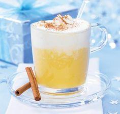 Weißwein-Orangen-Punsch Rezept: Ein Getränk aus Weißwein, Eierlikör und Orangensaft mit einer Sahnehaube - Eins von 5.000 leckeren, gelingsicheren Rezepten von Dr. Oetker!