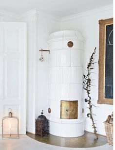 Scandinavian Fireplace Ideas Makeover for Your Living Room Christmas Fashion, Christmas Home, Christmas Fireplace, Modern Christmas, White Christmas, Living Room Inspiration, Interior Inspiration, Scandinavian Fireplace, Scandinavian Style