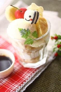 Honeybee parfait Bento Recipes, Dessert Recipes, Japanese Style, Japanese Food, Parfait Desserts, Lemon Sorbet, Kawaii Dessert, Sorbets, Cute Food