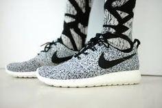 Girls wearing sneakers. Nike Roshe Run. #sneakers         roshesale.com