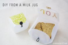 DIY: Lunchbox Container from a Milk Jug. I would still put my bread in a plastic bag inside the container. Because it will dry out! Diy Back To School Supplies, Back To School Crafts, Crafts To Make, Fun Crafts, Crafts For Kids, Crafts Cheap, Summer Crafts, Diy Deco Rangement, Baby Dekor
