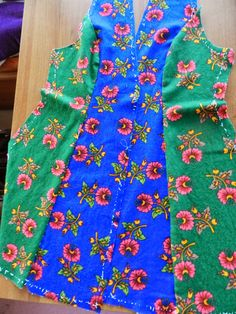 This Pin was discovered by Gül Kurti Neck Designs, Sleeve Designs, Ankara Designs, Clothing Patterns, Sewing Patterns, Old Sweatshirt, Sleeves Designs For Dresses, Embroidery Suits Design, Dress Card