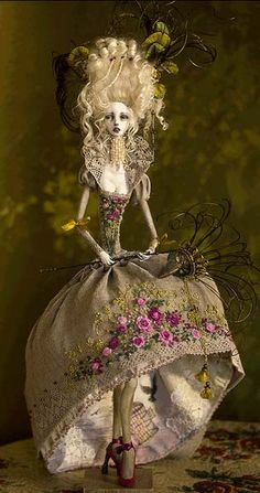 Art Doll Beautiful Work! very sadly the source and artist have not been included.  Anyone know? I would love to see more and give credits. Thank you to Sam Cass for forwarding the info.  This doll is made by Dorote Zaukaite - http://tirelessartist.blogs...