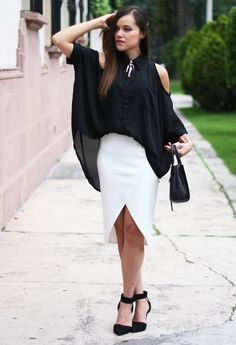 Black ! post of the day : http://www.modacapital-blog.com/2013/08/minimal.html#more