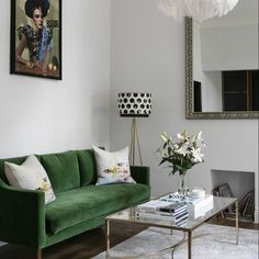 living room with kelly green sofa. home decor and interior decorating ideas. Condo Living Room, Living Room Green, Living Room Interior, Apartment Living, Home Interior Design, Living Room Furniture, Apartment Therapy, Bedroom Apartment, Living Rooms