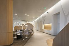 CDG sala de espera lounge. (Es Charles De Gaulle) basado en un parque.