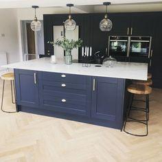 Open Plan Kitchen Dining Living, Open Plan Kitchen Diner, Navy Kitchen, Living Room Kitchen, Navy Blue Kitchens, Blue Shaker Kitchen, Kitchen Room Design, Modern Kitchen Design, Home Decor Kitchen