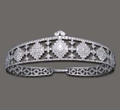 Alt View Deco Cartier diamond bandeau with central pearl - graduated stepped checkerboard motifs, alternating with geometic-pattern verticals; the central motif set with an oriental pearl and surmounted by two pear shaped diamonds.  This bandeau - which belonged to tobacco heiress Doris Duke, was worn flat on short hair.