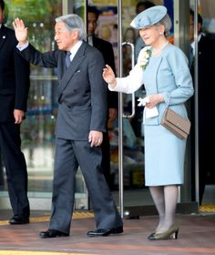 royalhats:  Emperor Akihito and Empress Michiko visited the Jomon Poettery Museum Nagaoka City, May 31, 2014