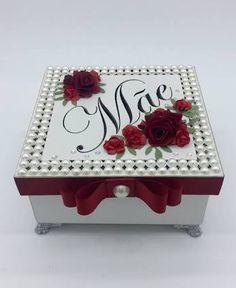 Resultado de imagem para caixas decoradas Vintage Sheets, Vintage Box, Altered Cigar Boxes, Wedding Gift Boxes, Decoupage Box, Paper Flower Backdrop, Box Art, Trinket Boxes, Painting On Wood