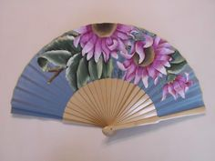 Añadir Pin de imagen Hand Held Fan, Hand Fans, Chinese Fans, Fan Decoration, Vintage Fans, Classic Paintings, Needful Things, Paper Art, Diy And Crafts