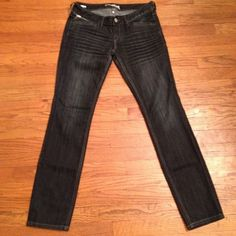 Express Zelda Skinny Jeans Size 6                                                                         Good Preowned Condition                                     Smoke Free Pet Free Home Jeans Skinny