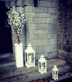 Simple elegant door decor #weddingdecor