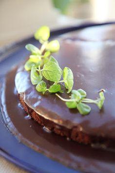 Minttuinen After Eight-kakku After Eight, Pudding, Desserts, Food, Tailgate Desserts, Deserts, Custard Pudding, Essen, Puddings