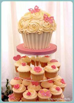 Trendy Birthday Cake Ideas For Mum Giant Cupcakes Ideas Giant Cupcake Cakes, Large Cupcake, Mini Cakes, Cupcake Cookies, Cup Cakes, Ladybug Cupcakes, Kitty Cupcakes, Snowman Cupcakes, Pretty Cakes