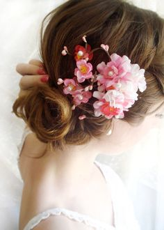 These simple wedding hairstyles really are stylish. Bridal Hair Flowers, White Wedding Flowers, Simple Wedding Hairstyles, Wedding Updo, Medium Hair Styles, Short Hair Styles, Hair Medium, Cherry Blossom Wedding, Cherry Blossoms